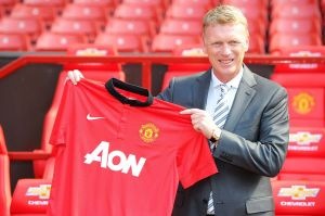 david-moyes-presentation-manchester-united-shirt-first-day-welcome-sign